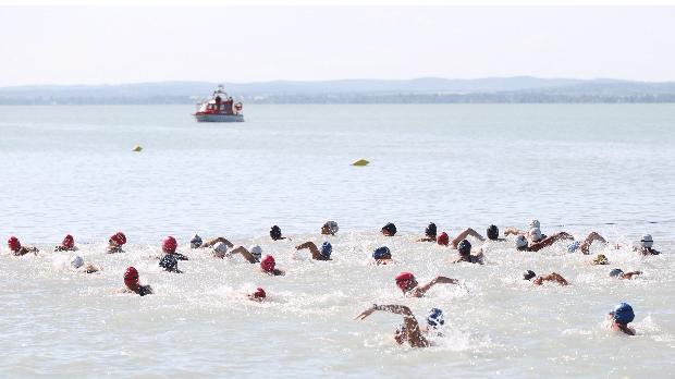 A Magyar Úszás Napja Balatonfüreden - MTI Fotó: Kovács Anikó