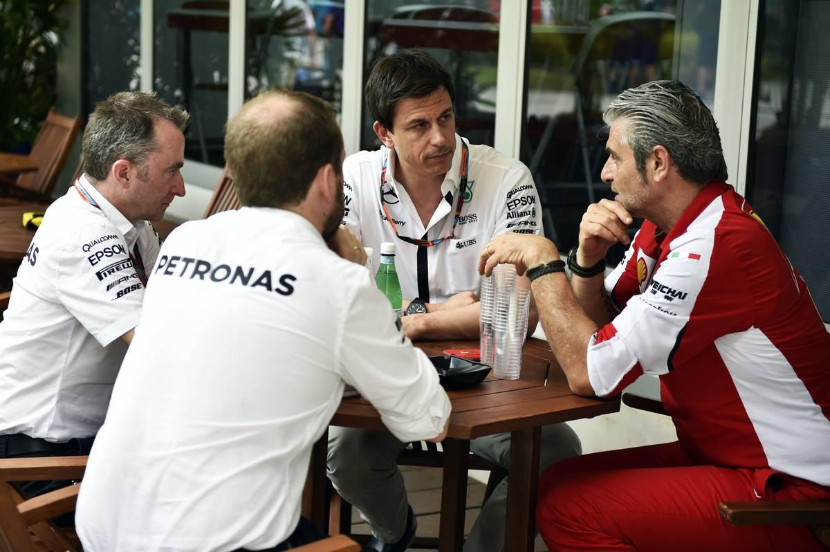 Paddy Lowe, Toto Wolff és Maurizio Arrivabene (Fotó: Price / XPB Images)