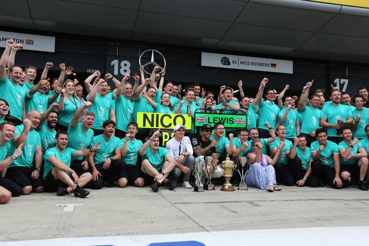A Mercedes csapata (Fotó: Davenport / XPB Images)