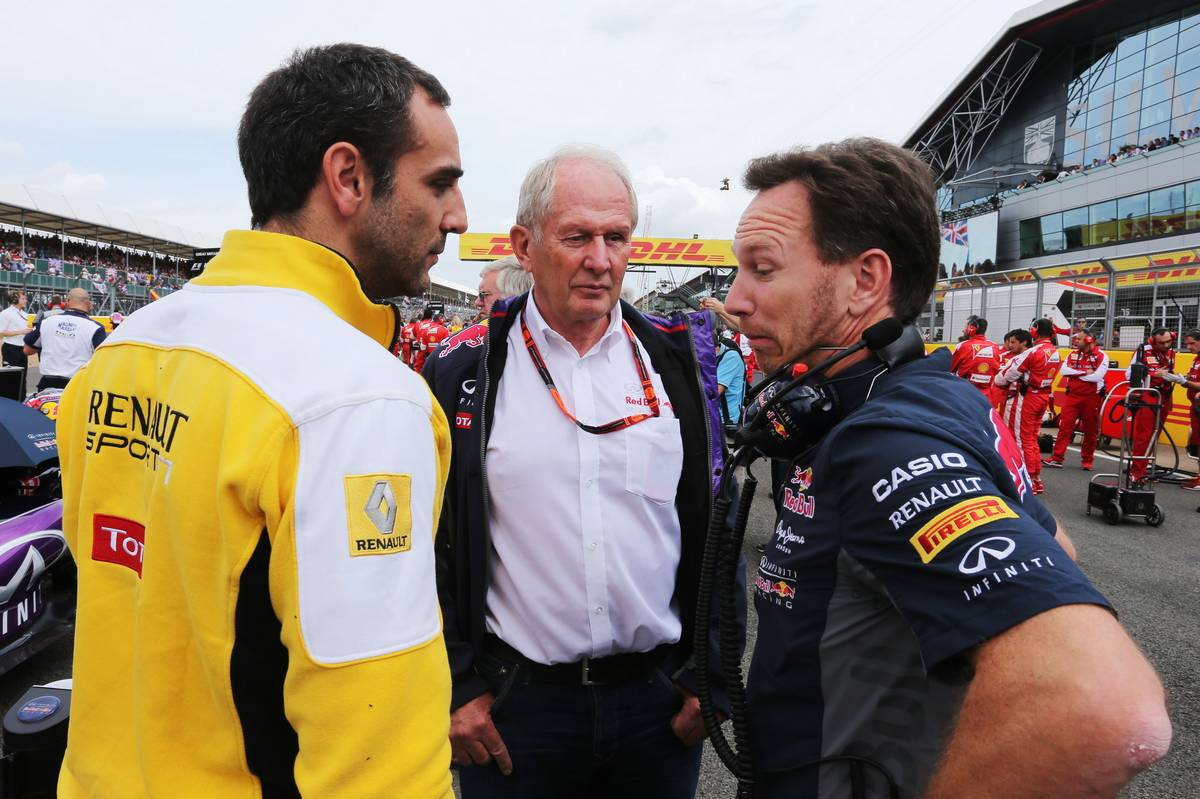 Cyril Abiteboul, Helmut Markóval és Christian Hornerrel (Fotó: Moy / XPB Images)