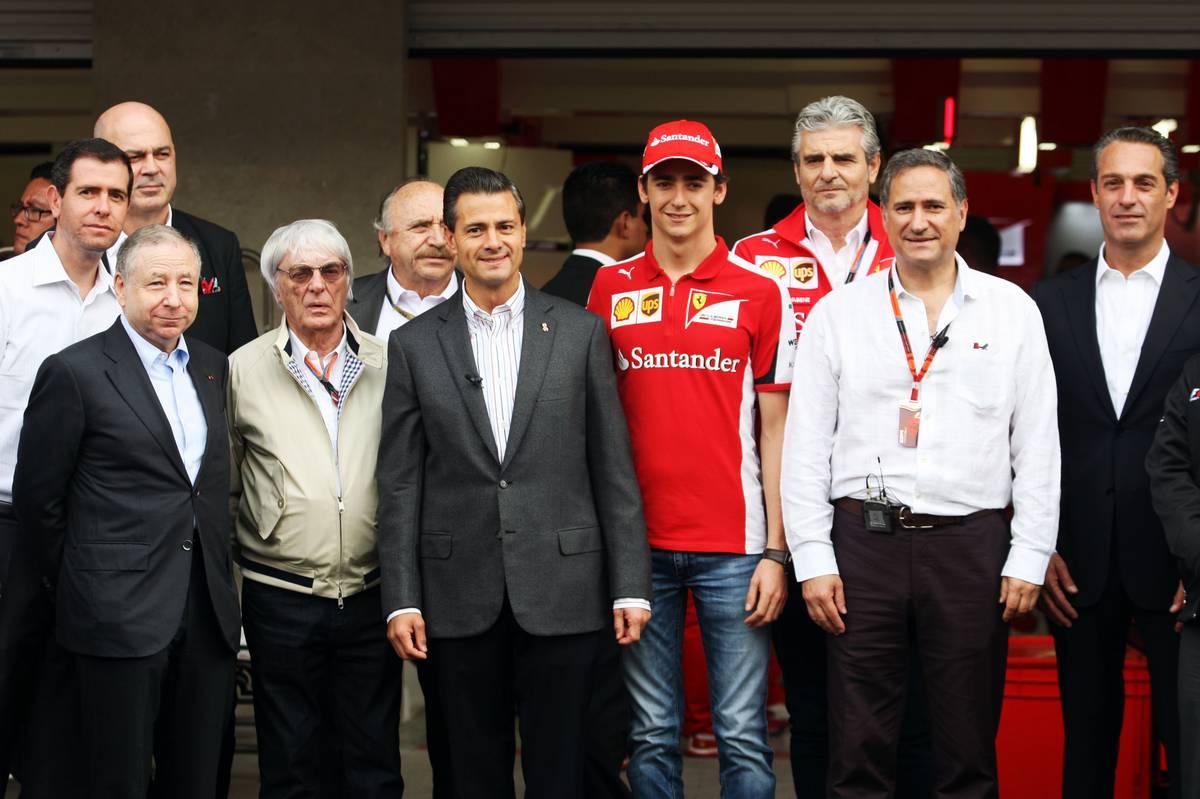 Jean Todt, Bernie Ecclestone, Enrique Pena Nieto (Mexikó elnöke) és Esteban Gutierrez (Fotó: Xpbimages.com)