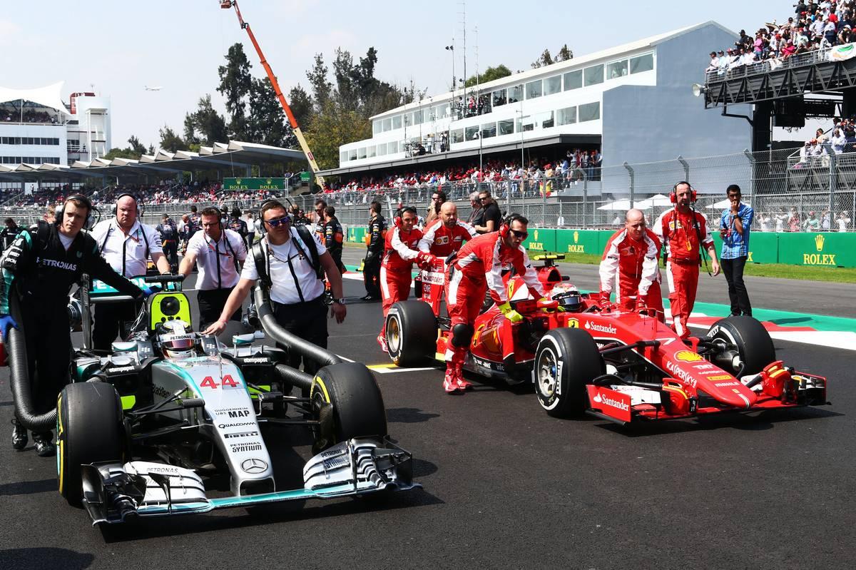 Mercedes és Ferrari a mexikói rajtrácson (Fotó: xpbimages.com)