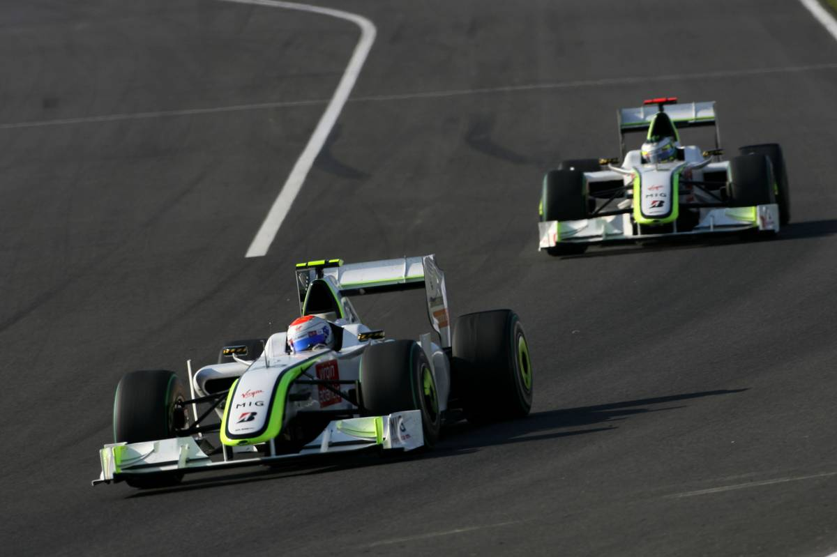 Rubens Barrichello és Jenson Button a Brawn GP-vel (Fotó: xpbimages.com)