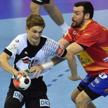 Németország-Spanyolország férfi kézilabda Eb-döntő - Gedeon Guardiola és Rune Dahmke - fotó: MTI/EPA/Jacek Bednarczyk