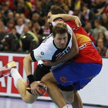 Németország-Spanyolország férfi kézilabda Eb-döntő - Jorge Maqueda és Martin Strobel - fotó: MTI/AP/Czarek Sokolowski