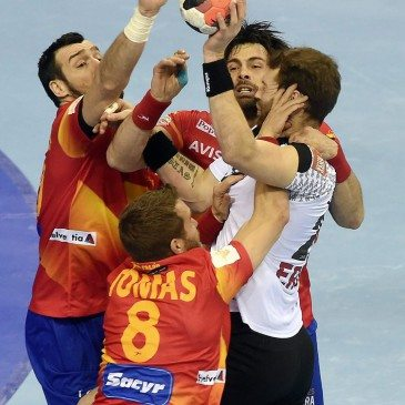 Németország-Spanyolország férfi kézilabda Eb-döntő - Gedeon Guardiola, Victor Tomas, Antonio García és Steffen Fäth - fotó: MTI/AP/Alik Keplicz