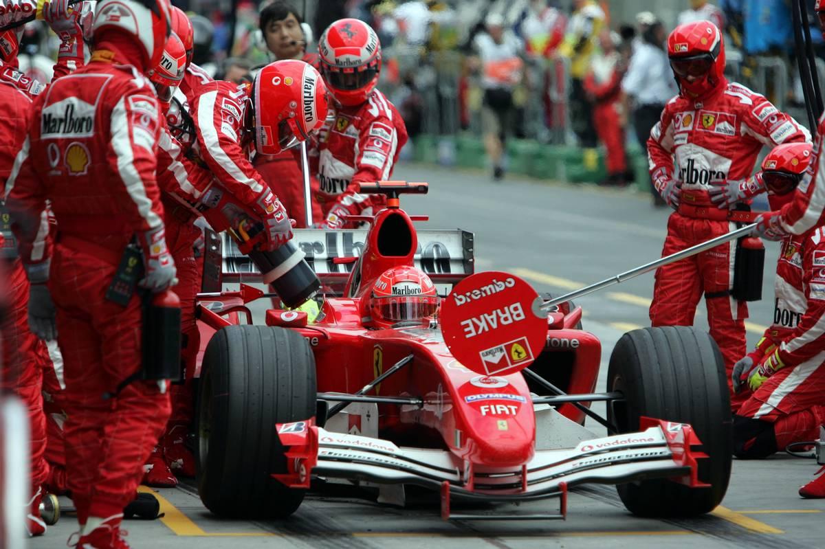 Tankolás a Ferrarinál a 2005-ös Ausztrál Nagydíjon (Fotó: xpbimages.com)