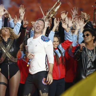 (balról-jobbra) Beyonce, Chris Martin és Bruno Mars az 50. Super Bowl félidejében - Fotó: EPA/Tannen Maury