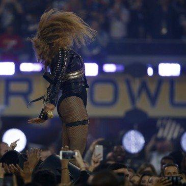 Beyonce fellépése az 50. Super Bowl félidejében - Fotó: EPA/Tannen Maury