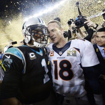 A Denver Broncos 24-10-re legyőzte a Carolina Panthers együttesét az észak-amerikai profi amerikaifutball-liga (NFL) idei nagydöntőjében, az 50. Super Bowlban. San Francisco, 2016. február 7.  EPA/JOHN G. MABANGLO