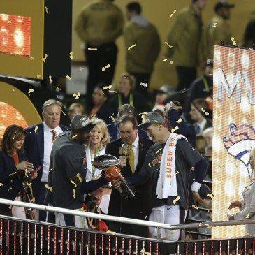 A Denver Broncos 24-10-re legyőzte a Carolina Panthers együttesét az észak-amerikai profi amerikaifutball-liga (NFL) idei nagydöntőjében, az 50. Super Bowlban. San Francisco, 2016. február 7.  EPA/TONY AVELAR