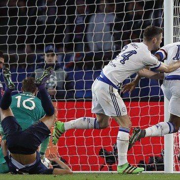 PSG-Chelsea - John Obi Mikel gólöröme - fotó: EPA/Yoan Valat