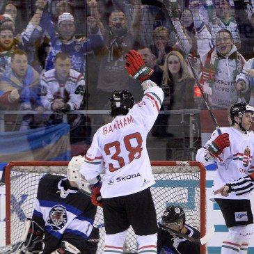 Banham Frank ünnepli gólját a jégkorong olimpiai selejtező torna első fordulójában játszott Magyarország-Észtország mérkőzésen a Papp László Sportarénában 2016. február 12-én. Magyarország-Litvánia 4-0. MTI Fotó: Kovács Tamás