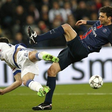 PSG-Chelsea - Gary Cahill és Thiago Motta - fotó: MTI/EPA/Yoan Valat