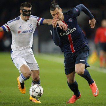 PSG-Chelsea - Cesar Azpilicueta és Zlatan Ibrahimovic - fotó: MTI/AP/Christophe Ena
