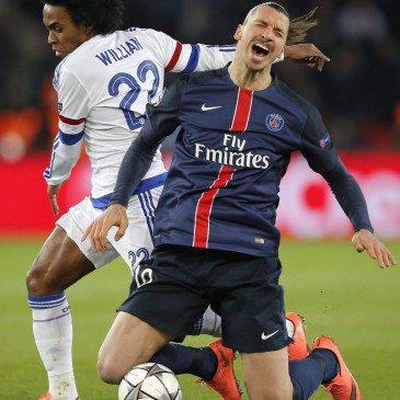 PSG-Chelsea - Willian és Zlatan Ibrahimovic - fotó: MTI/AP/Christophe Ena