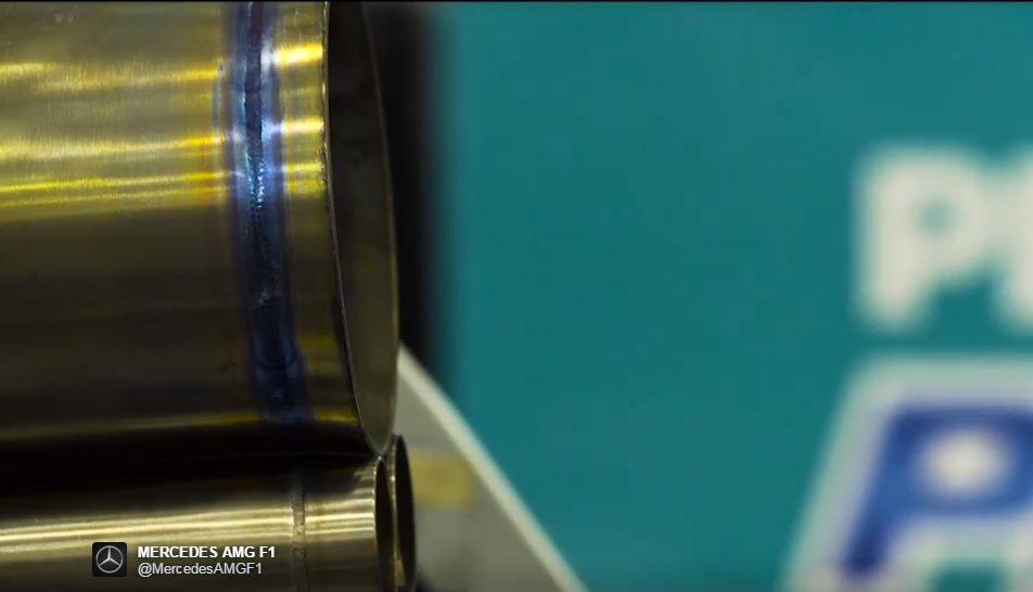 A Mercedes tripla kipufogója (Fotó: Mercedes)