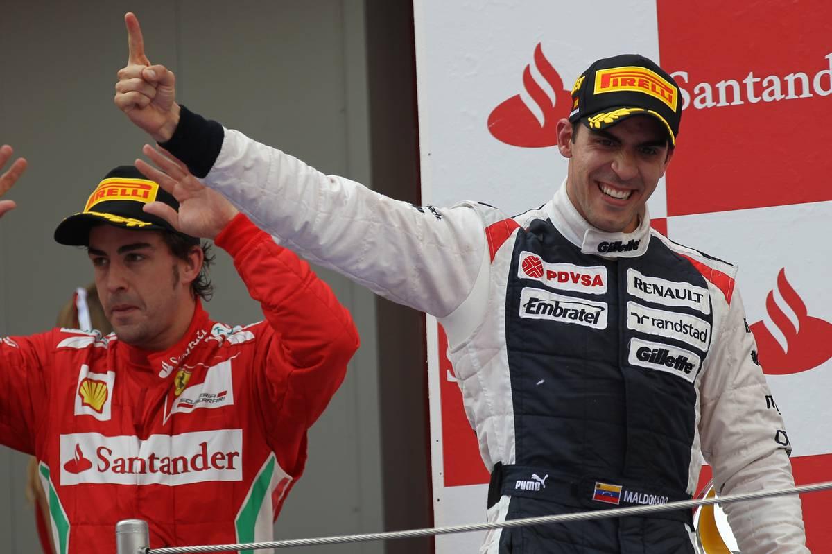 Pastor Maldonado és Fernando Alonso a 2012-es barcelonai dobogón (Fotó: xpbimages.com)