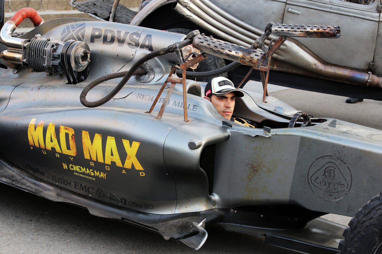 Pastor Maldonado egy Mad Max-Lotusban (Fotó: xpbimages.com)