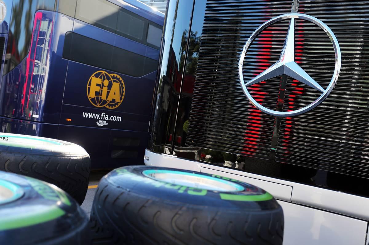 A Mercedes a Pirellit használja bűnbaknak? Horner szerint igen. (Fotó: xpbimages.com)