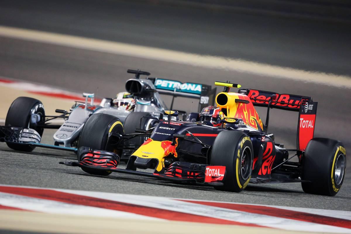 Lewis Hamilton és Danyiil Kvjat (Fotó: xpbimages.com)