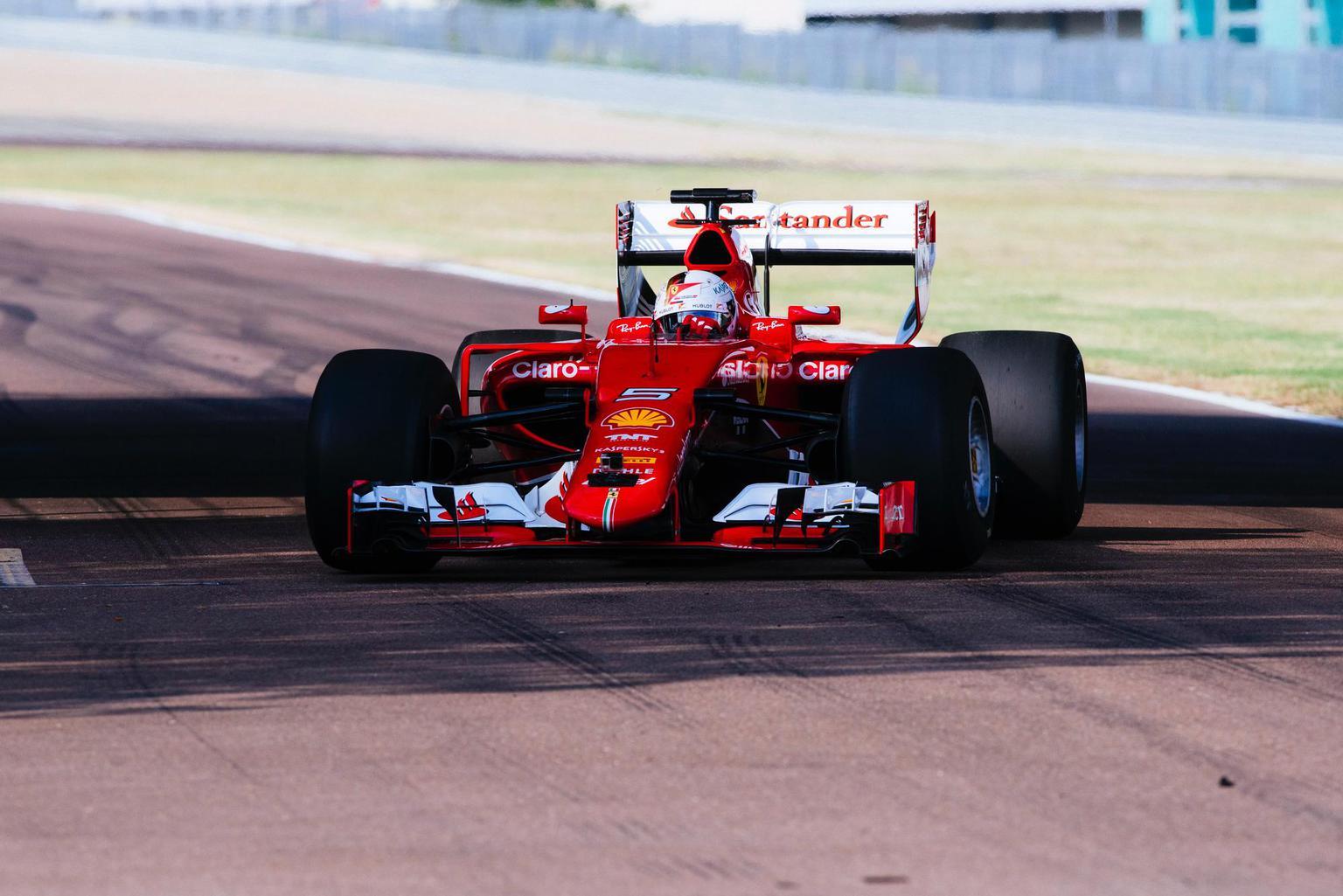 Az széles Pirelli-gumik a Ferrarin (Fotó: Pirelli)