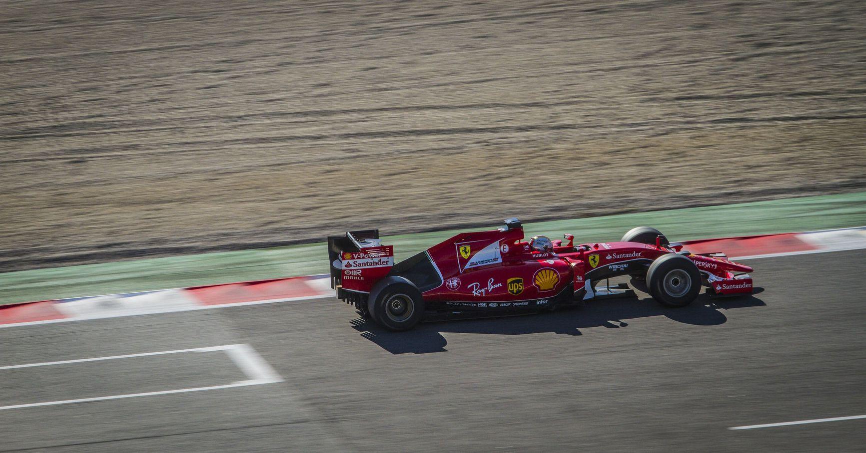 Sebastian Vettel a Pirelli 2017-es gumijának tesztjén Barcelonában (Fotó: Ferrari)