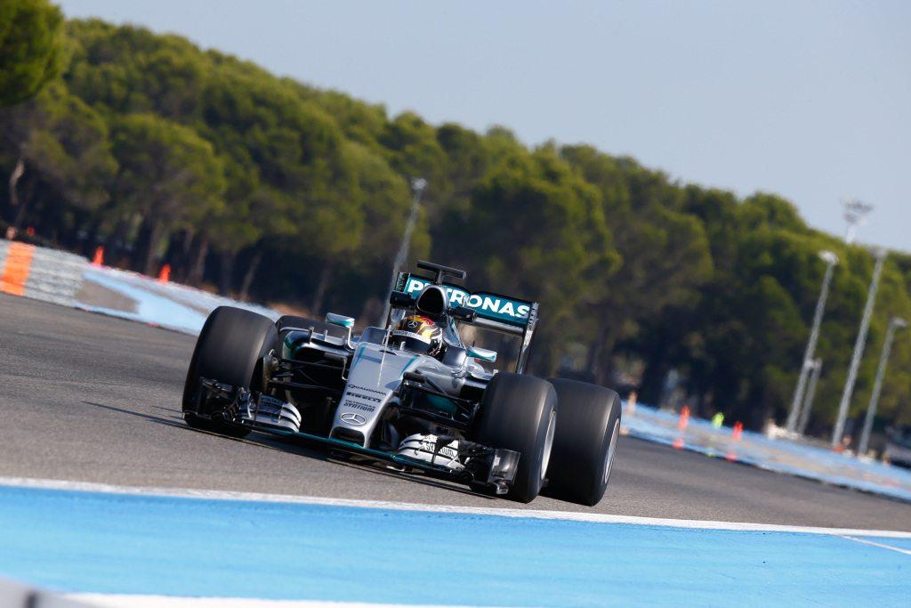 2017-es Pirelli-gumik a Mercedesen (Fotó: Daimler Media)