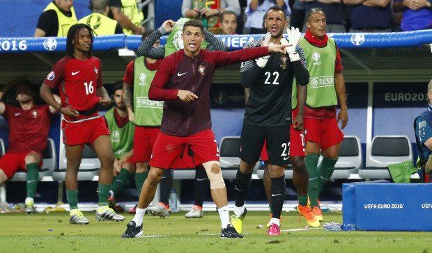 Cristiano Ronaldo a pálya szélén is magas hőfon égett az Eb-döntőn - Fotó:Reuters