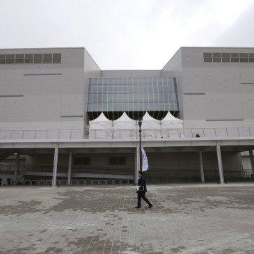 A 2018-as pjongcsangi téli olimpia jégkorongversenyei helyszínéül szolgáló újonnan megépült, tízezer férőhelyes stadion, a Gangneung Hockey Centre a gangneungi olimpiai faluban 2017. február 9-én, a nemzetközi torna kezdete előtt egy évvel. (Fotó: MTI/AP/Ahn Jang Dzsun)