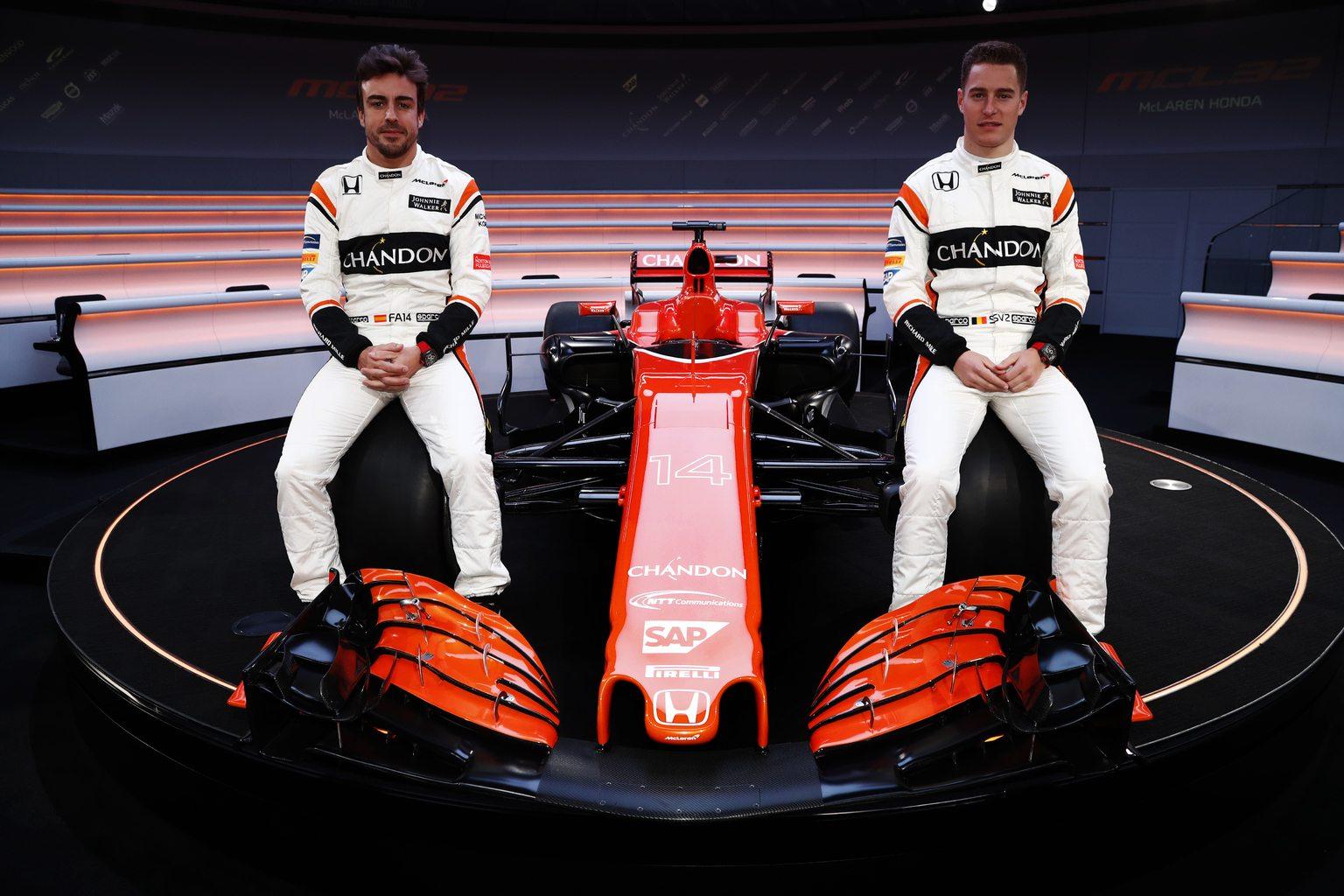 Fernando Alonso és Stoffel Vandoorne az új McLarennel (Fotó: McLaren)