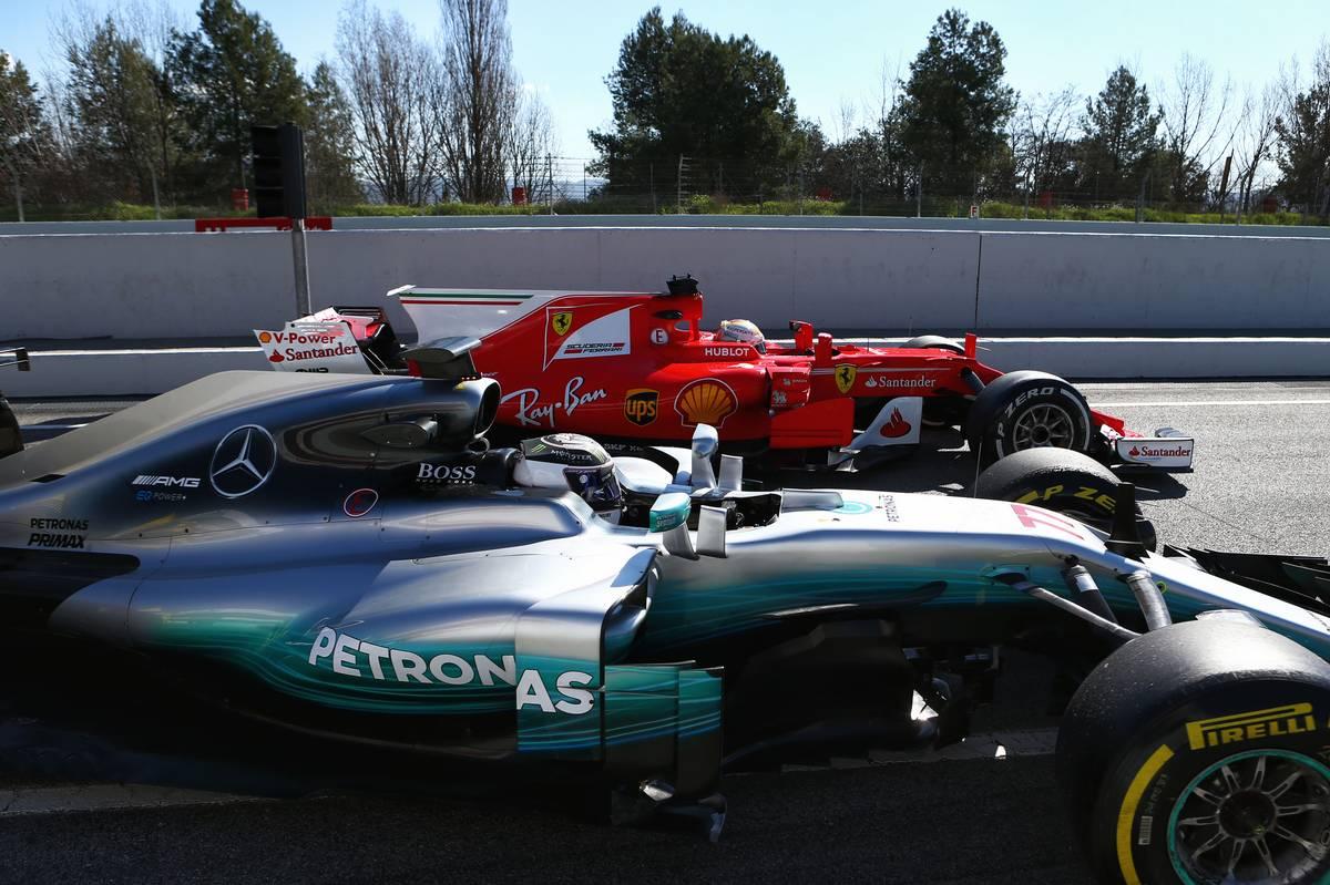 Valtteri Bottas és Sebastian Vettel  (Fotó: xpbimages.com)