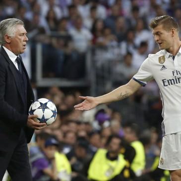 Real Madrid-Bayern München - Toni Kroos és Carlo Ancelotti (Fotó: EPA/Kiko Huesca)
