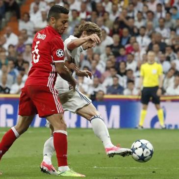 Ezúttal is jó meccset, nagy izgalmakat hozott a Real Madrid - Bayern München összecsapás (Fotó: EPA/ZIPI)