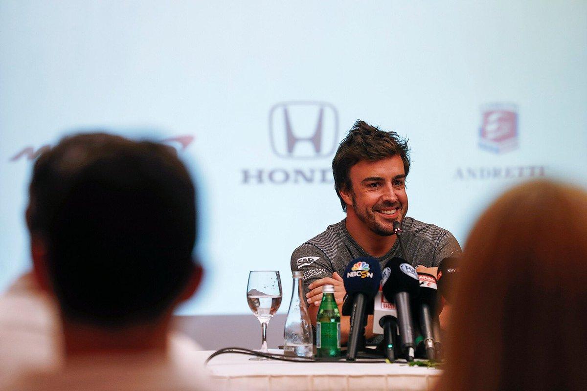 Fernando Alonso a szerdai sajtótájékoztatón (Fotó: McLaren)