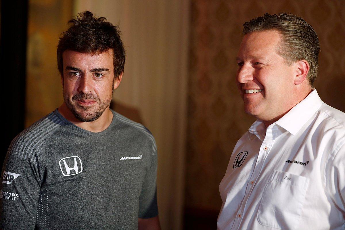 Fernando Alonso és Zak Brown (Fotó: McLaren)
