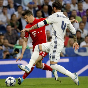 Real Madrid-Bayern München - Sergio Ramos és Robert Lewandowski (Fotó: EPA/Juanjo Martin)