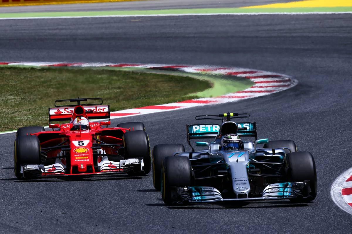 Valtteri Bottas feltartós védekezésének is fontos szerepe volt Lewis Hamilton sikerében (Fotó: XPB)