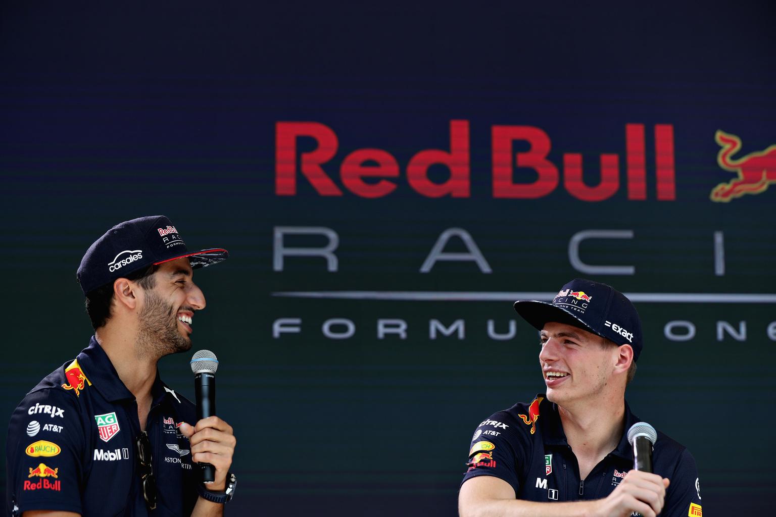 Daniel Ricciardo és Max Verstappen a pályán kemény ellenfelek, azon kívül viszont remekül kijönnek egymással (Fotó: Red Bull)