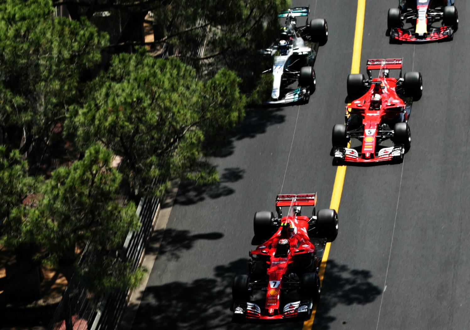 Monacói Nagydíj, rajt, Ferrari, Mercedes (Fotó: XPB)