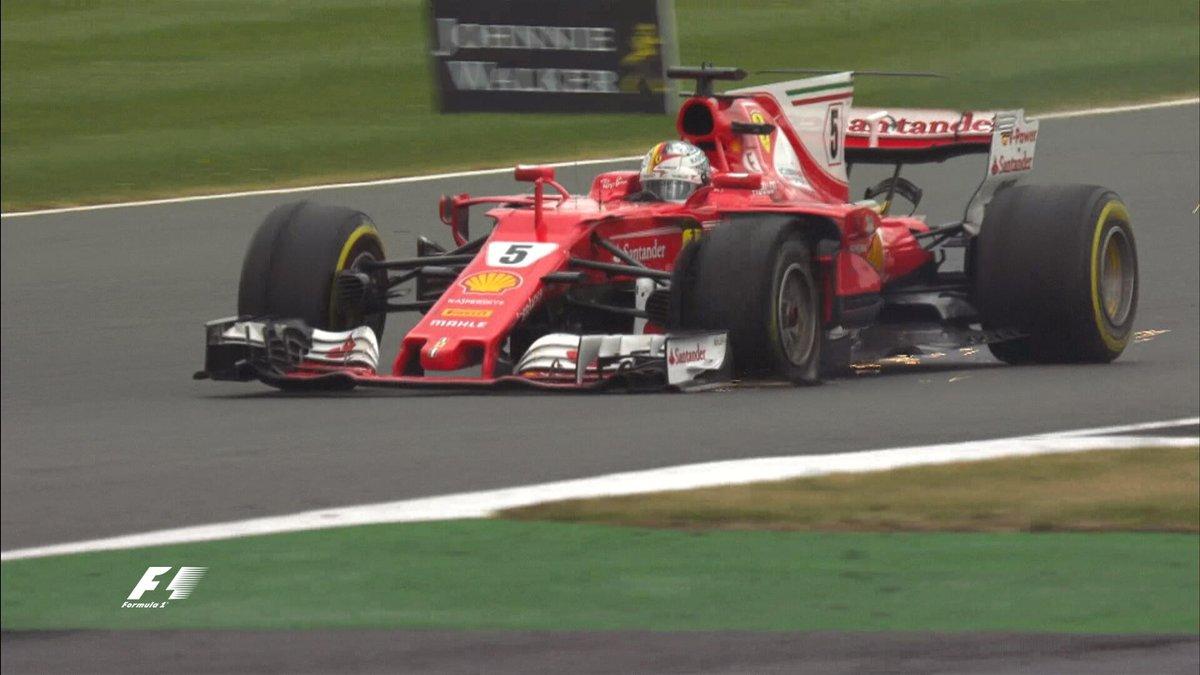 Sebastian Vettel defektje (Fotó: Formula1/Twitter)