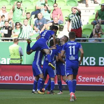 A Puskás Akadémia játékosai örülnek góljuknak az OTP Bank Liga első fordulójában játszott Ferencváros - Puskás Akadémiamérkőzésen a budapesti Groupama Arénában 2017. július 16-án. (MTI Fotó: Bruzák Noémi)