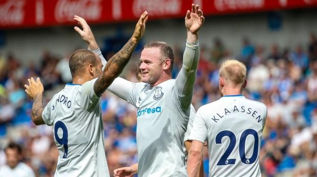 epa06103547 Everton's Wayne Rooney (C) celebrates with Everton's Sandro Ramirez (L) during a friendly soccer match between KRC Genk vs FC Everton at Crystal Arena Stadium in Genk, Belgium, 22 July 2017.  EPA/JULIEN WARNAND