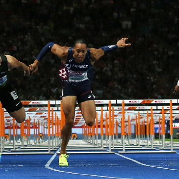 epa06941747 Pascal Martinot-Lagarde (center R) of France beats Sergey Shubenkov of Russia on the finish line to win the 110m Hurdles final at the Athletics 2018 European Championships, Berlin, Germany, 10 August 2018.  EPA/SRDJAN SUKI