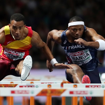 epa06941830 Orlando Ortega (L) of Spain and Aurel Manga of France compete in the 110m Hurdles final at the Athletics 2018 European Championships, Berlin, Germany, 10 August 2018.  EPA/SRDJAN SUKI