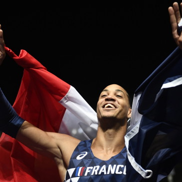 epa06941849 Pascal Martinot-Lagarde of France celebrates after winning the 110m Hurdles final at the Athletics 2018 European Championships, Berlin, Germany, 10 August 2018.  EPA/FILIP SINGER