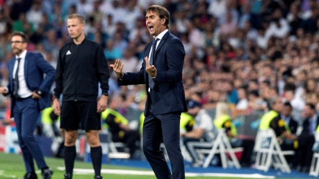 epa07033051 Real Madrid's had coach Julen Lopetegui reacts during the UEFA Champions League Group G soccer match between Real Madrid and AS Roma at Santiago Bernabeu stadium in Madrid, Spain, 19 September 2018.  EPA/Rodrigo Jimenez