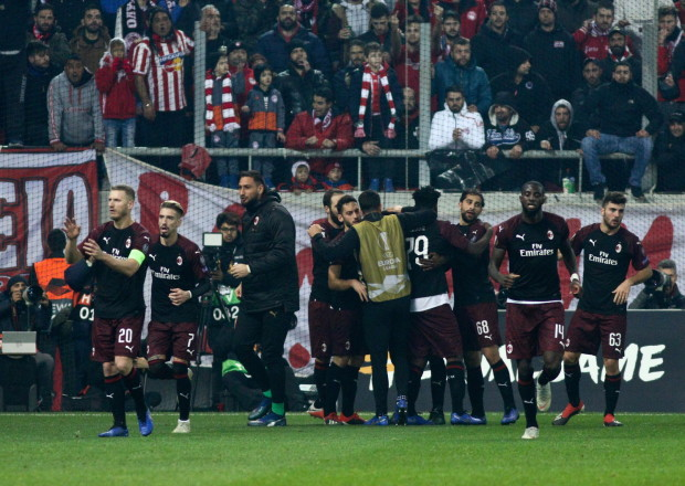 epa07229845 Players of AC Milan celebrate goal for their team during game between Olympiacos FC and AC Milan for the UEFA Europa league group stage in Karaiskaki Stadium in Piraeus, Greece, 13 December 2018.  EPA/GEORGIA PANAGOPOULOU