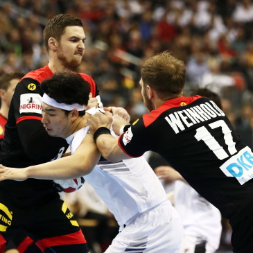 epa07273686 Park Kwangsoon of Korea (C) in action Steffen Weinhold of Germany (R) during the match between Germany and Korea at the IHF Men's Handball World Championship in Berlin, Germany, 10 January 2019.  EPA/HAYOUNG JEON