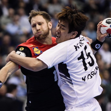 epa07273700 Steffen Weinhold of Germany (L) in action against Kim Dongmyung of Korea during the match between Germany and Korea at the IHF Men's Handball World Championship in Berlin, Germany, 10 January 2019.  EPA/CLEMENS BILAN